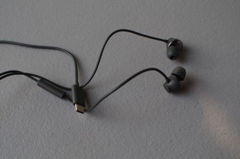 htc-bolt-headphones